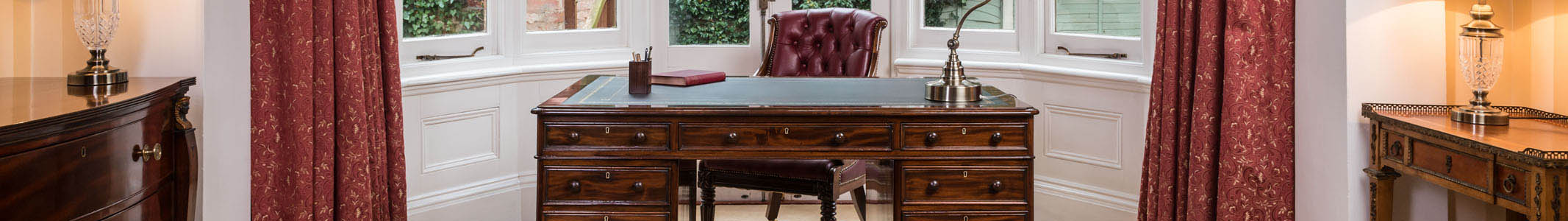 gillows walnut desk banner - Burrells Antique Desks