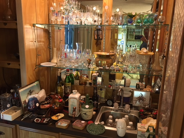 various glassware on bar - estate appraiser in brevard county - property appraisals - certified appraisal consultants fl